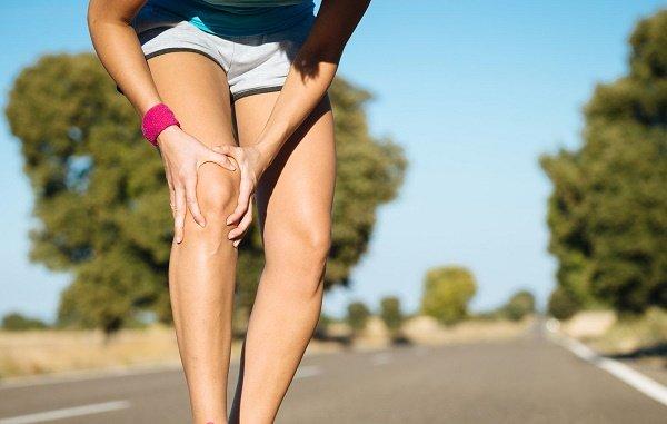 Болит колено когда поднимаюсь по лестнице что делать при болях в суставах ног народные средства