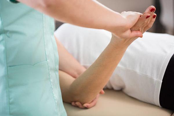 Болит локтевой сустав левой руки что делать