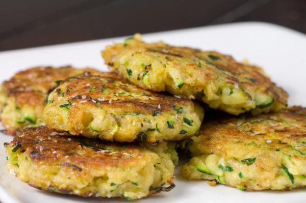 Диетические оладьи из кабачков: полезные рецепты