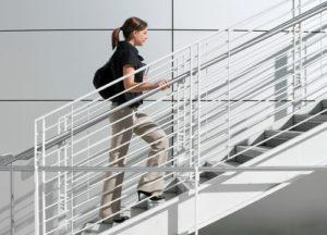 болит колено при поднимании по лестнице